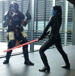 Mandolorian VS Dark Chiss-Lady by Quigonjinncosplay