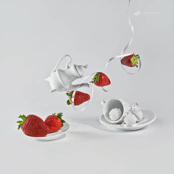 Strawberries and cream by ChudnayaMamba