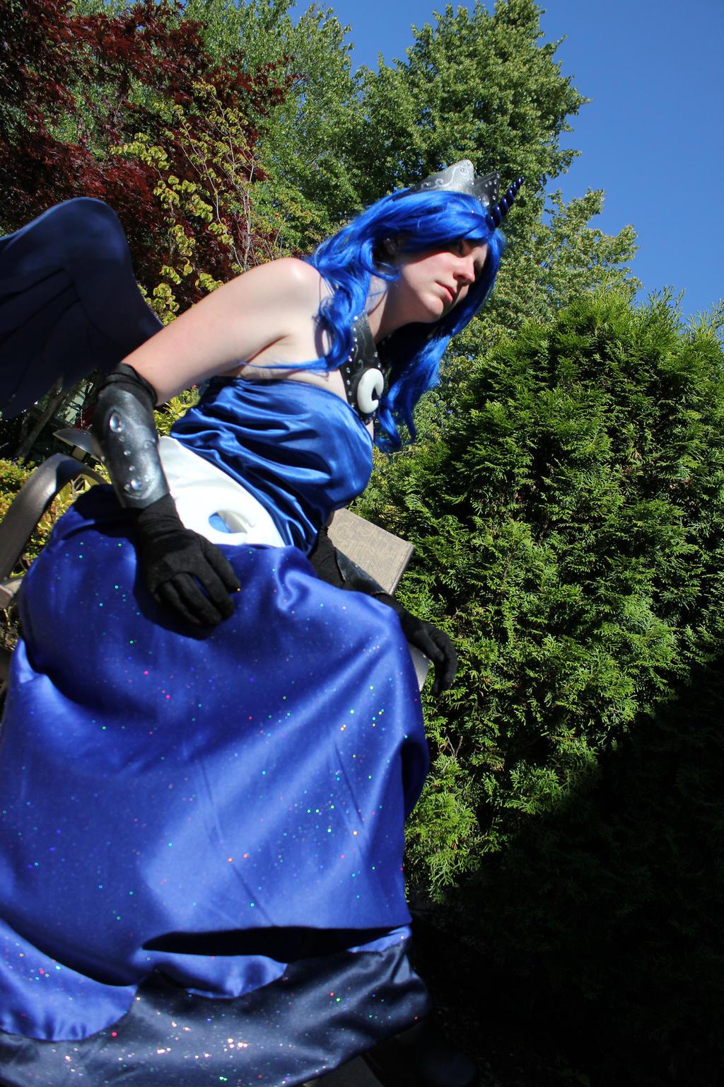Princess Luna - throne by faerylight