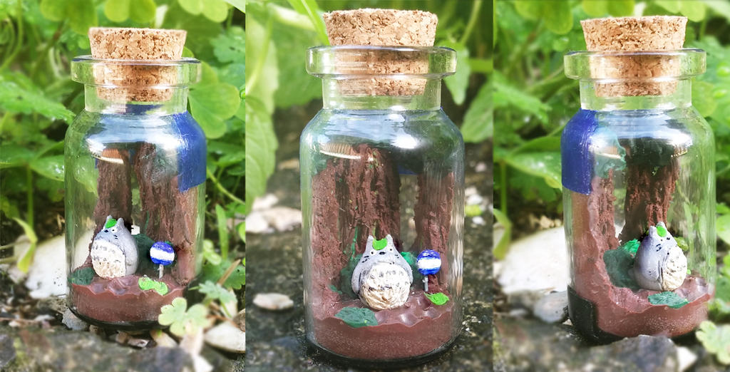 Polymer clay : Totoro waiting by the bus stop by CraftCandies