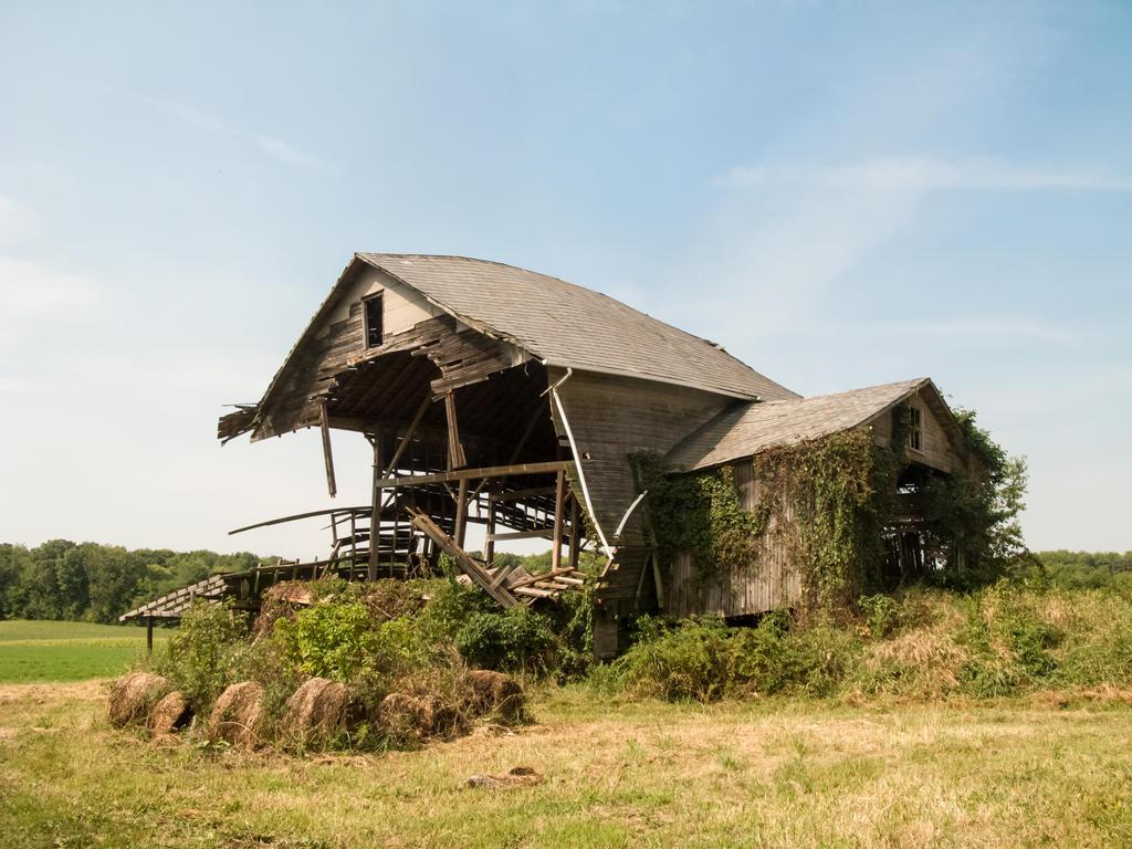 Abandoned Barn in Ruins-1