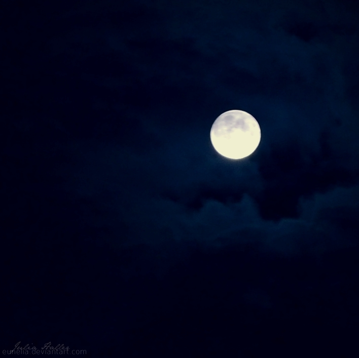 good night moon. by Eunelia