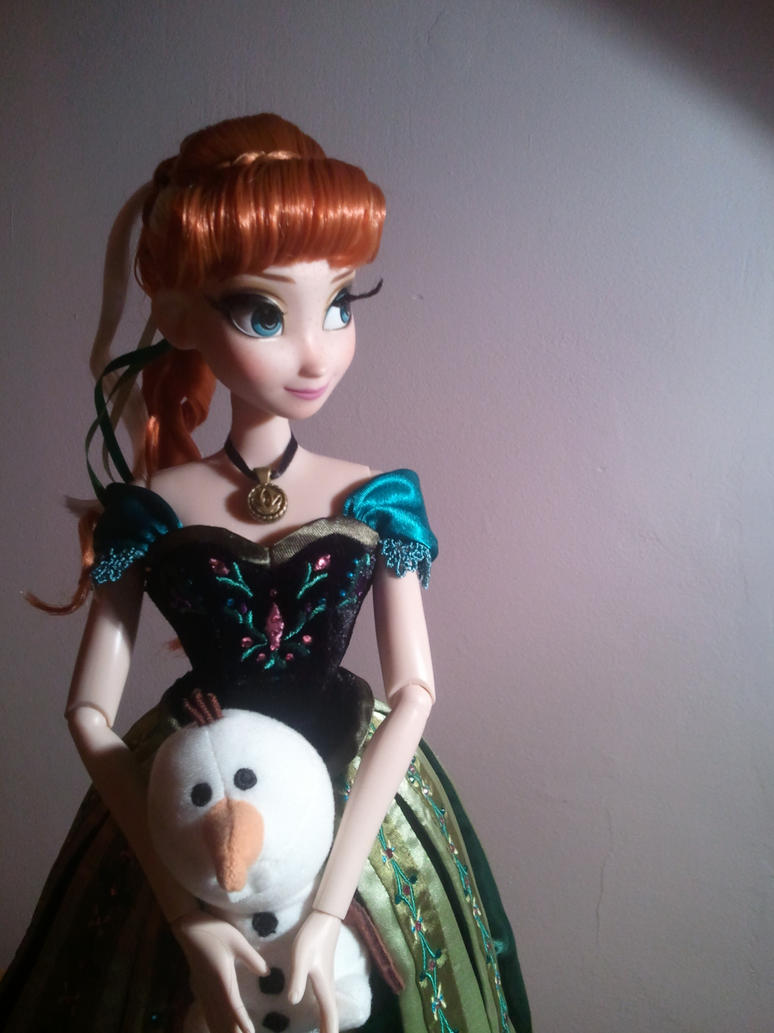 Anna's carrying Olaf by PriPePoi