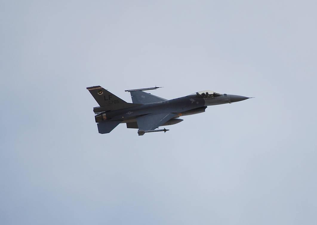 F16 takeoff by Phenix59 on DeviantArt