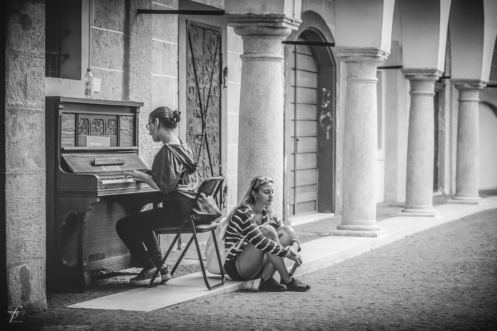 People-relaxing 05 by ferobanjo
