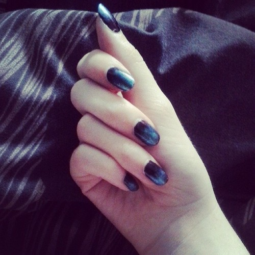 tie-dye blue to black nails by Iszy-chan