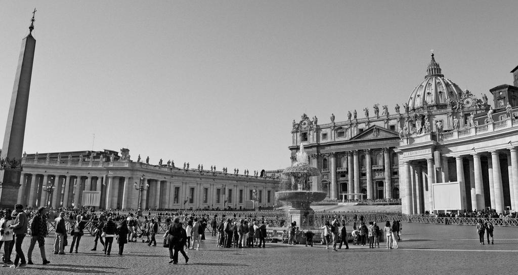 Piazza di San Pietro by CiaSalonica