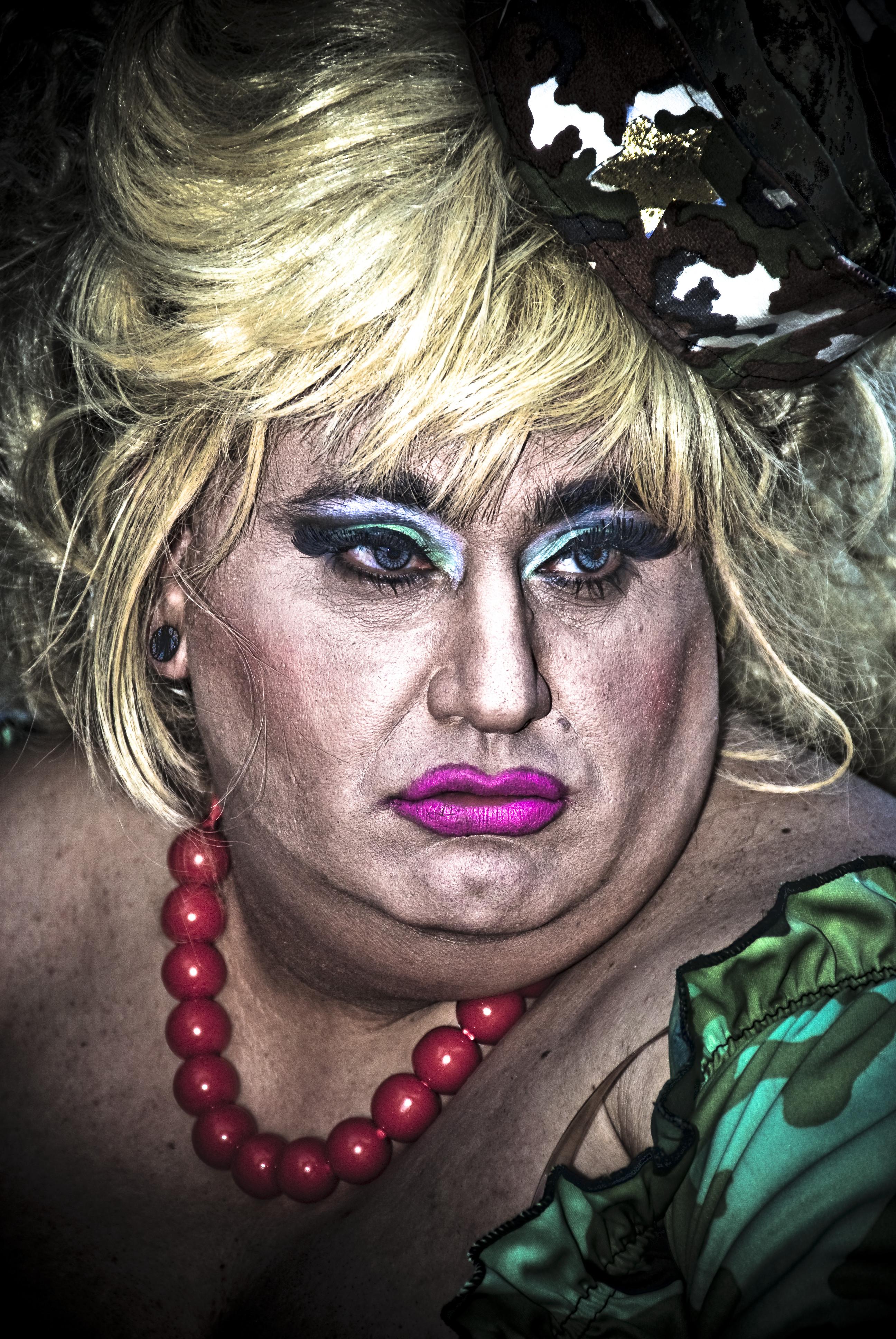 Drag Queen Make Up: Http://fc08.deviantart.net/fs37/f/2008/263/3/a/Drag_queen