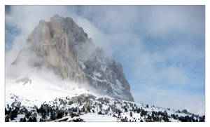 Foggy Mountain in the Snow by therobbot
