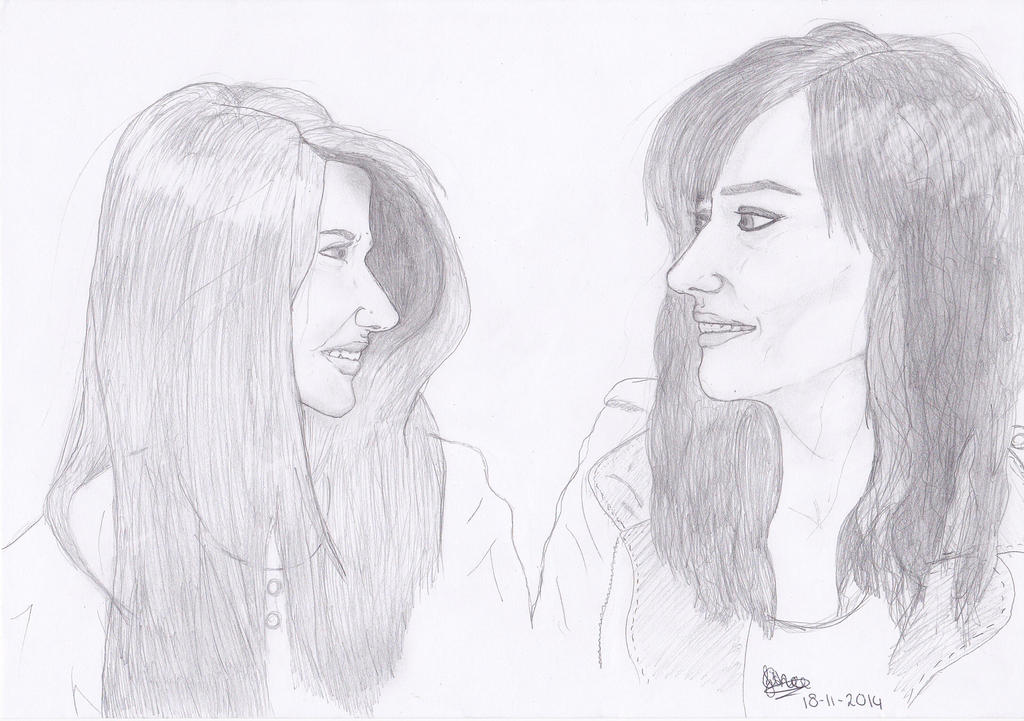 Elise Bauman and Natasha Negovanlis by Thunaeraz