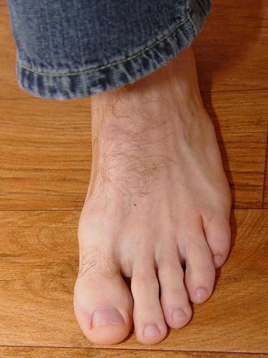 Left foot by dehevia