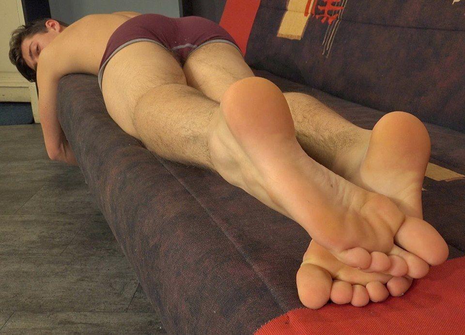 Touch my feet by dehevia