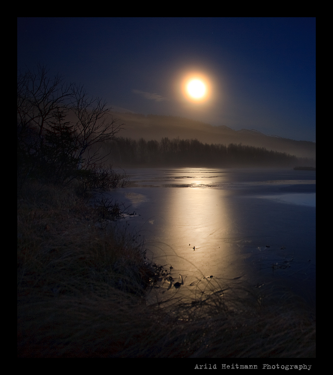 Moonlight over frozen lake.. by uberfischer