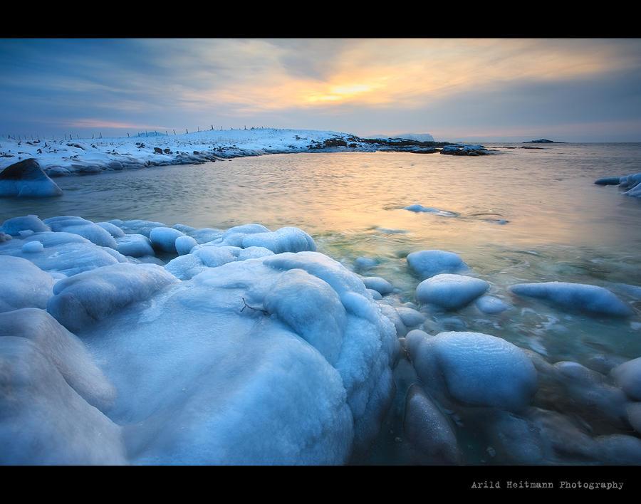 Arctic sunset by uberfischer