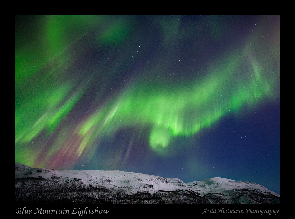 Blue Mountain Lightshow by uberfischer
