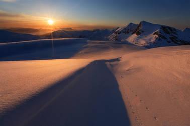 Arctic Midnight by uberfischer