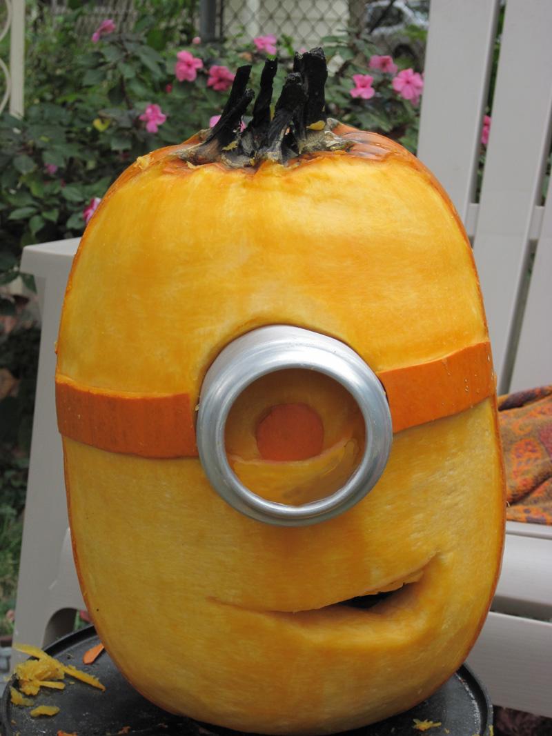 Pumpkin Minion by charlando