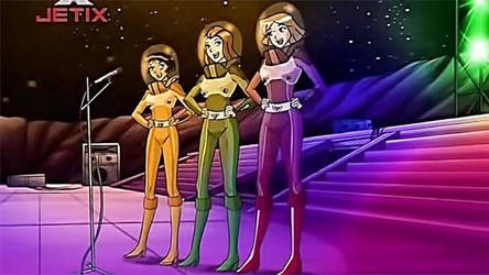 Alex, Clover, and Sam perform Music in Space