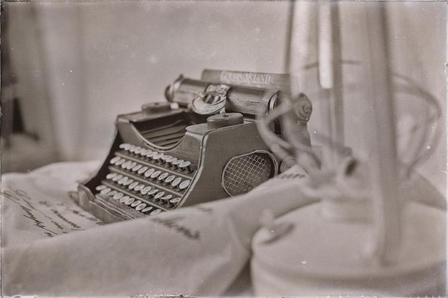 Old but unforgotten by alia-mayuri