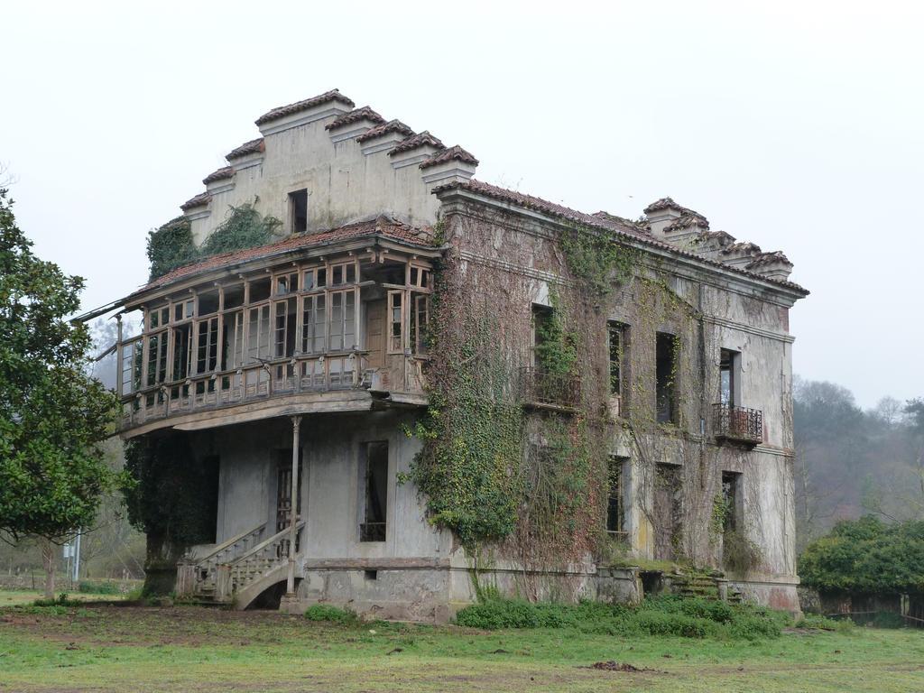 Ruined House I by dlambeaut