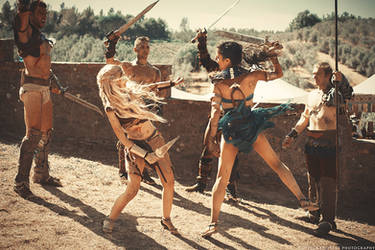 Spartacus: Saxa And Naevia Train