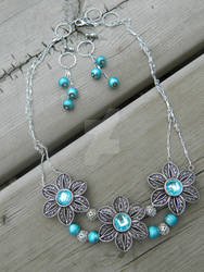 Modest Spring 'Necklace and Earring Set'
