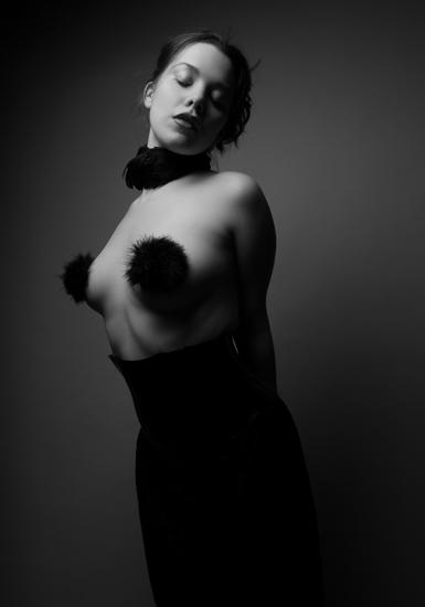 Mira Noir by azcra