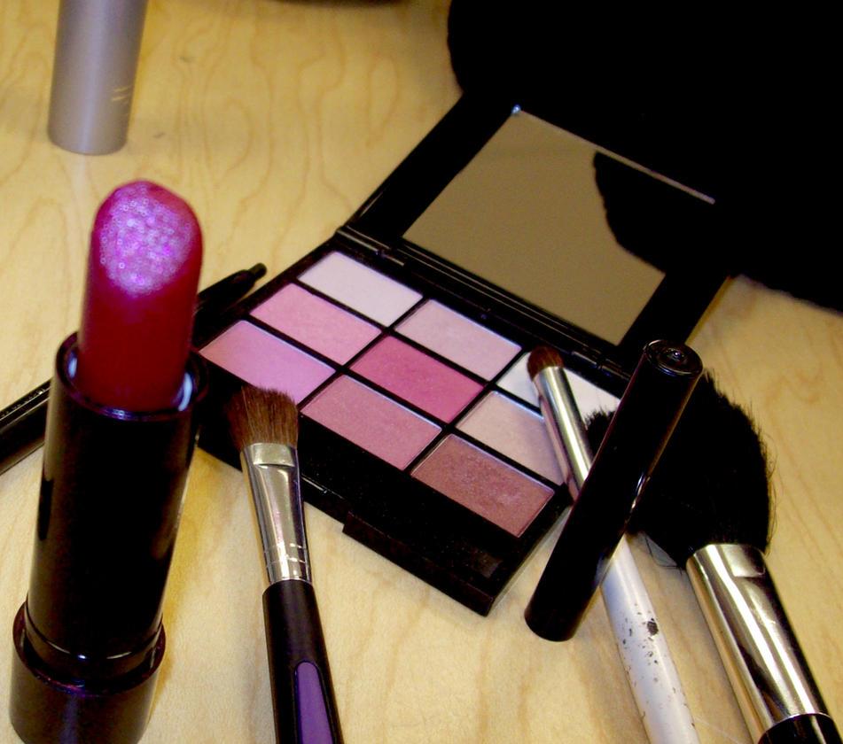 Make me up....2 by KarasuRa