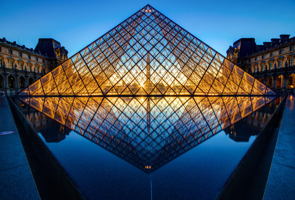 Louvre Pyramid by digitalbrain