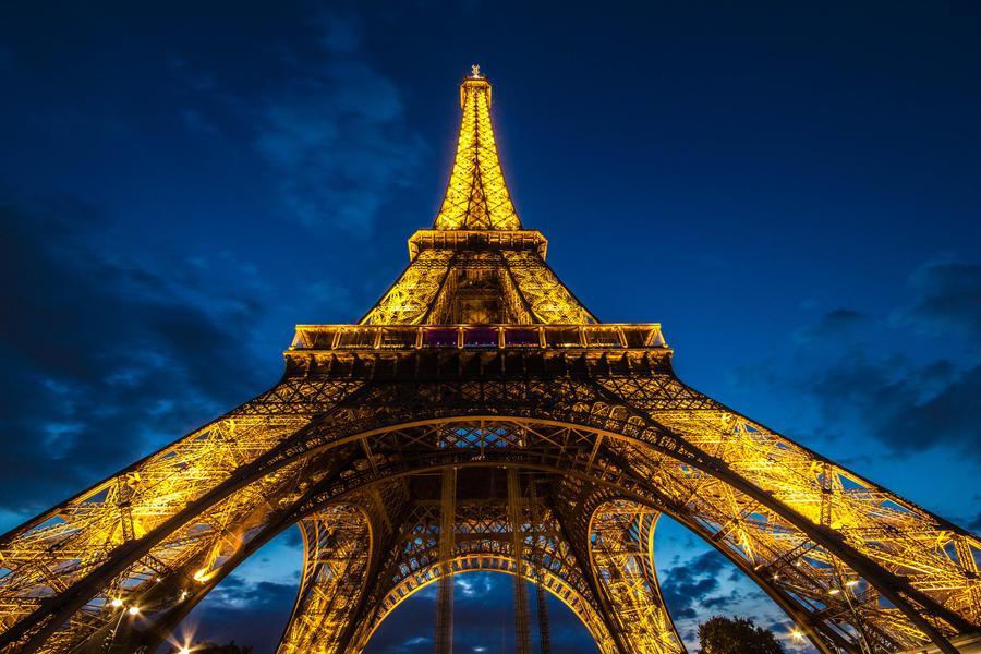 Eiffel Tower by digitalbrain