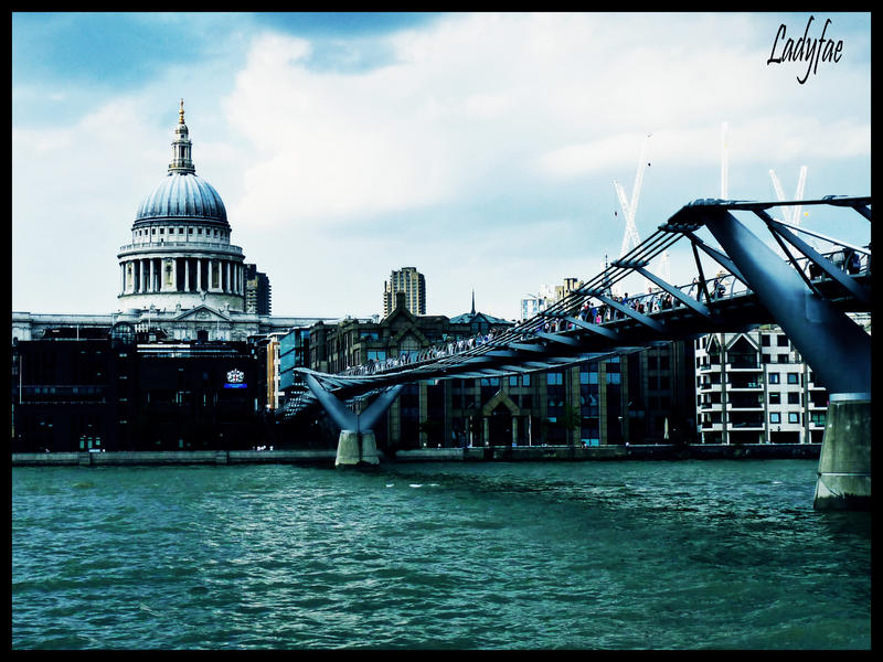 http://fc05.deviantart.net/fs27/i/2009/246/a/f/Millenium_Bridge___St_Paul_by_0Ladyfae0.jpg