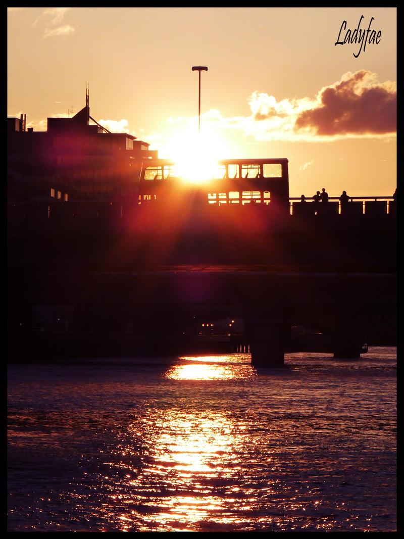 http://fc02.deviantart.net/fs26/i/2009/244/c/6/Sunset2_by_0Ladyfae0.jpg