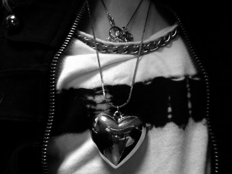 .:Metallic Heart:. by derpyLuvspie