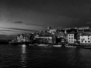 Boats in the Harbour (noir)