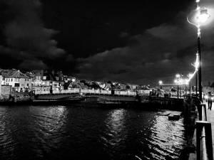 Lights Over the Swing Bridge (noir)
