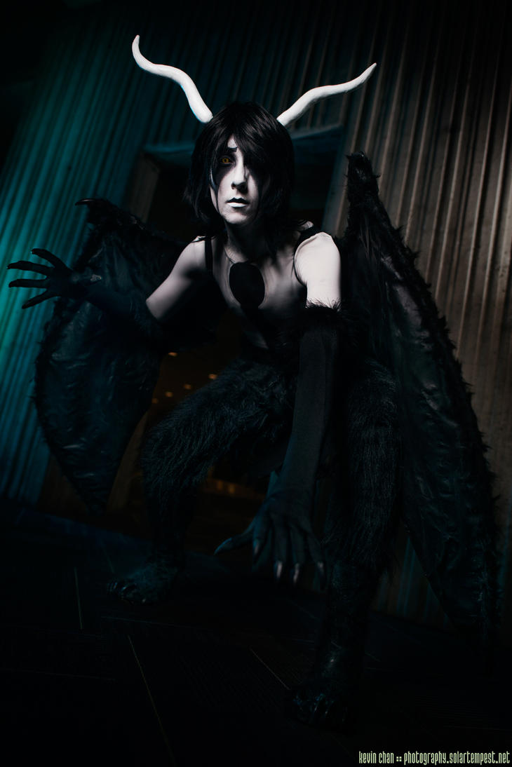 Ulquiorra squatting - Youmacon 2014 photoshoot by Rukeya