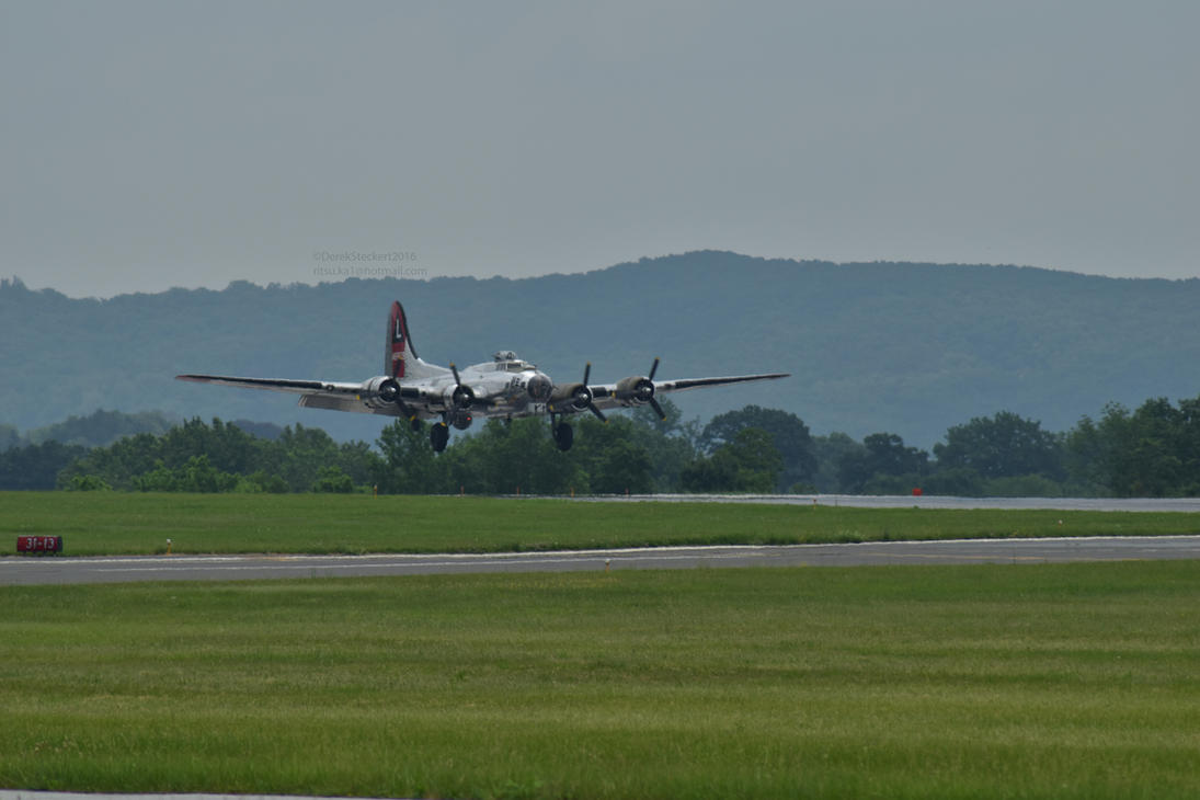 B-17 coming in for a landing by Hero-Ritsuka