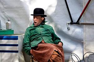 L'homme au chapeau melon - one by Batsceba