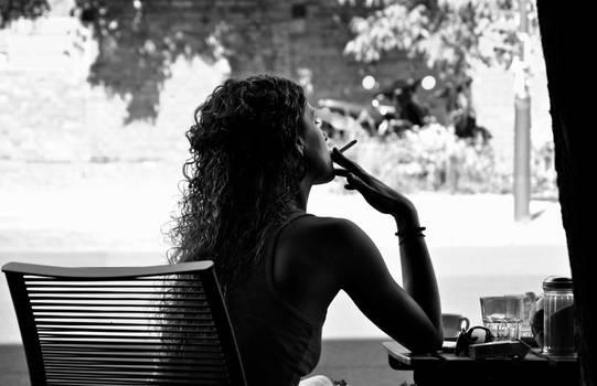 she smoke b/w