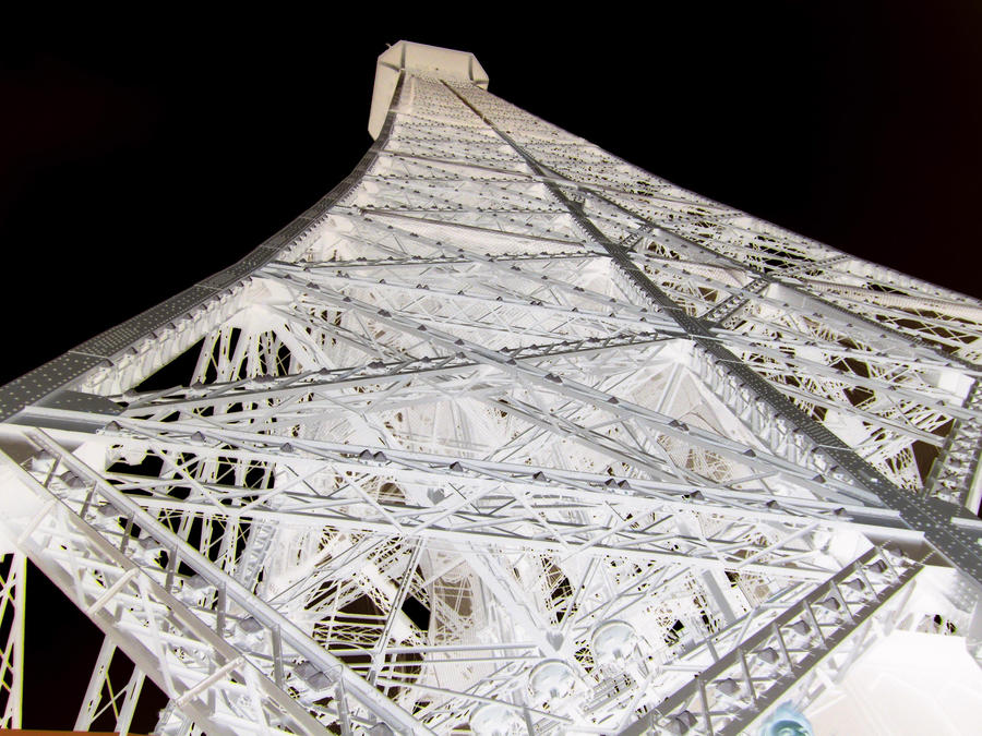 Eiffel by ThEiUfO