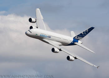 Airbus A380 by Albi748