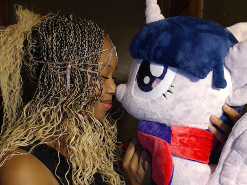 Twilight Sparkle and Nose Kisses. Bye Darling-