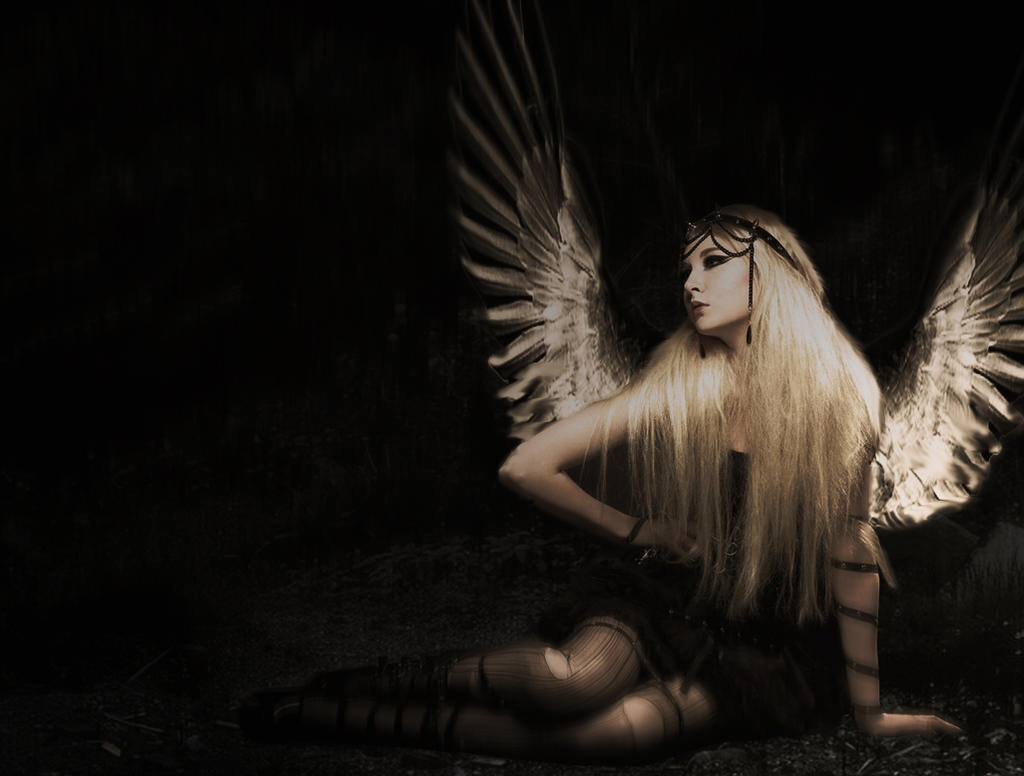 Angel by hyenaskate