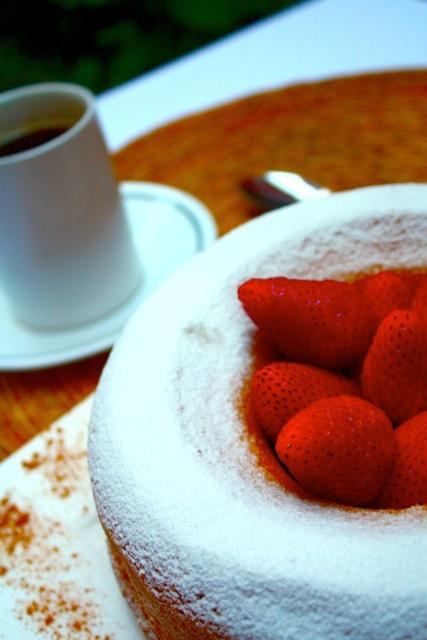 Cake ... strawberries by DrewCastle