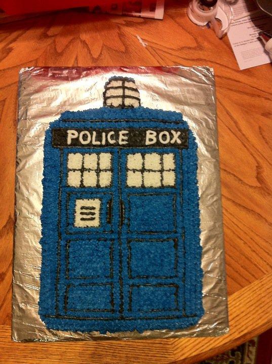 TARDIS Cake by risu-san