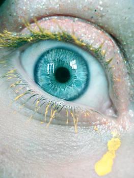 yellow eye lashes