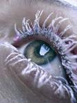 white maskara eye