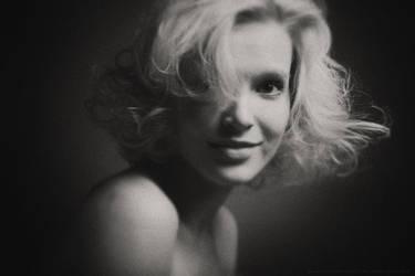be Marilyn (bw) by Nodvikoff