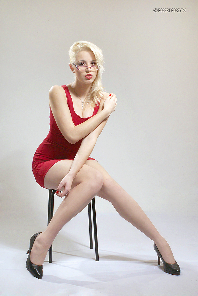 red dress by RobertGorzycki