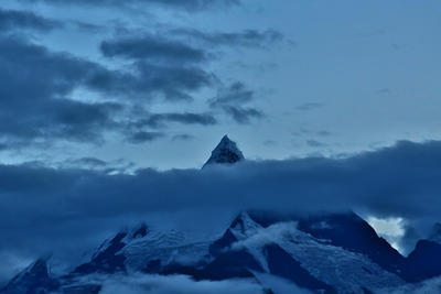 MianCiMu Peak in the blue blue Dusk of August by lyrill